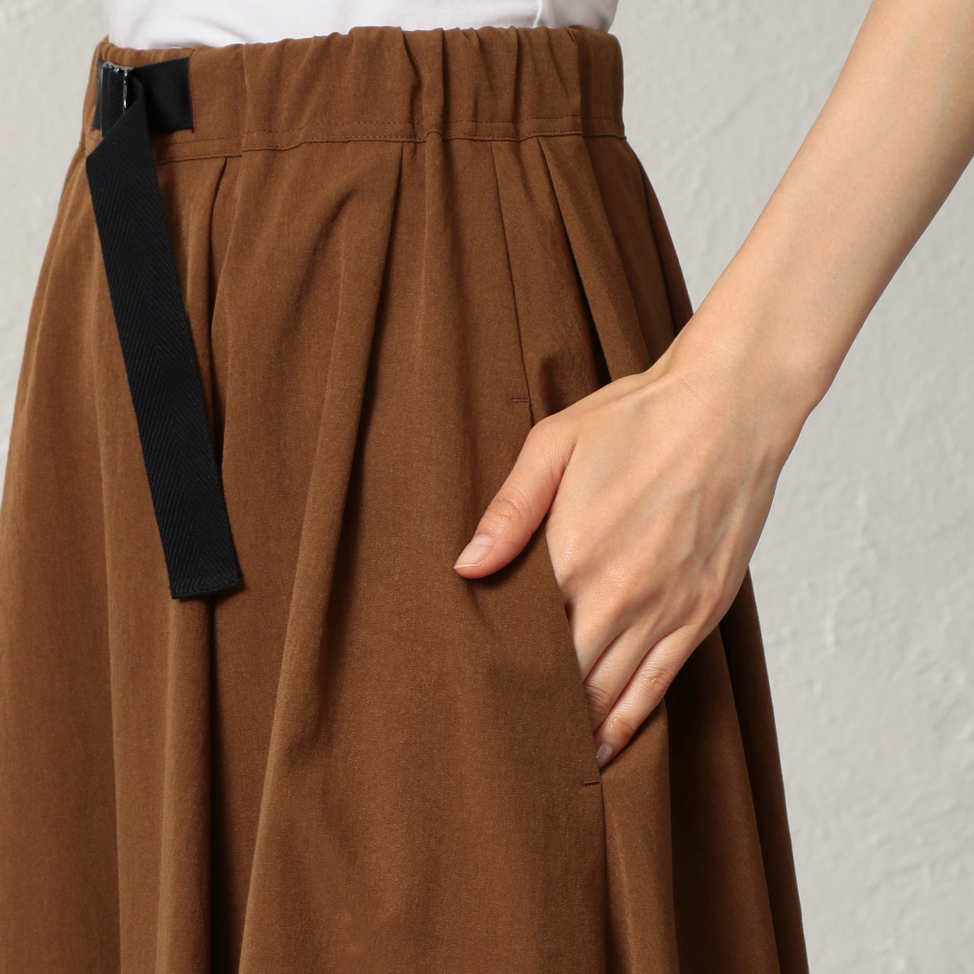 ツイストストレッチ スカート