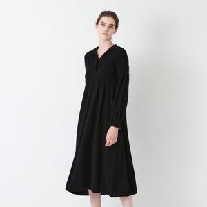 【LA MAGLIA IN CASA】フード付きニットドレス